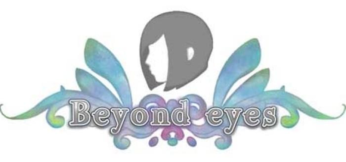 logotipo do jogo com o nome beyond eyes na frente com uma espécie de asas de borboleta nas laterais superiores e a silhueta da protagonista de lado com cabelos escuros curtos na altura do maxilar e uma franjinha